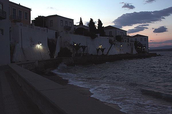 Spetses Hafenstraße Abend
