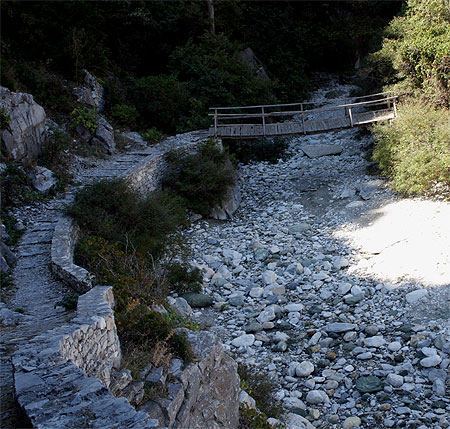 Brücke Haloremafluß