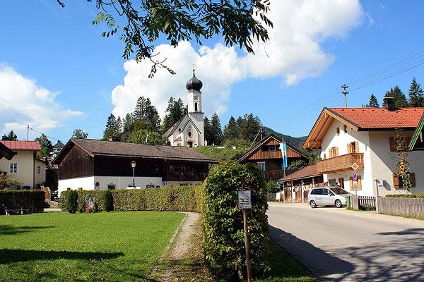 Jachenau Dorf mit Kirche