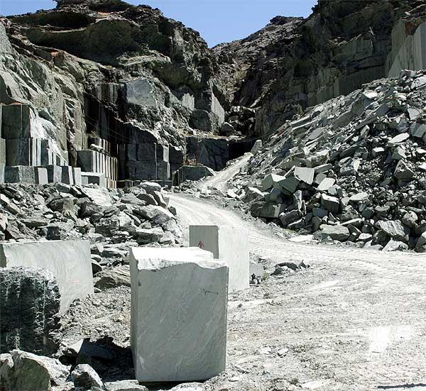 Weg in den Steinbruch